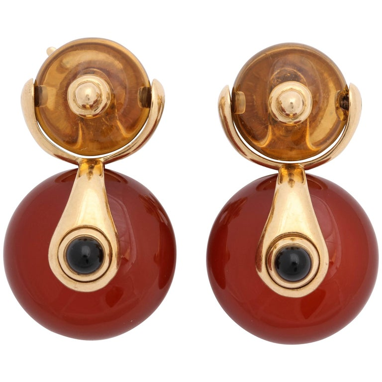1980s Marina B. Carnelian, Onyx and Citrine Swivel Gold Hanging Clip-On Earrings