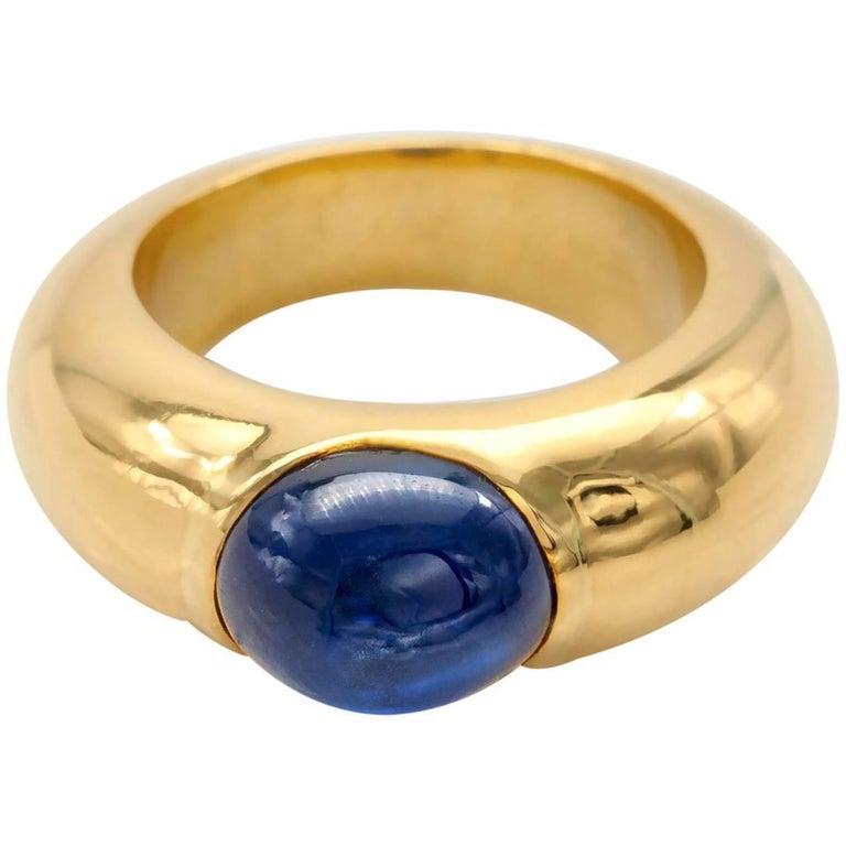 Modern Cabochon Sapphire and Gold Ring