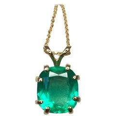 IGI Certified 2.46ct Cushion Cut Vivid Colombian Emerald Solitaire Gold Pendant