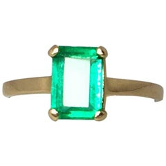 IGI Certified 1.17 Carat Vivid Green Colombian Emerald Solitaire Gold Ring