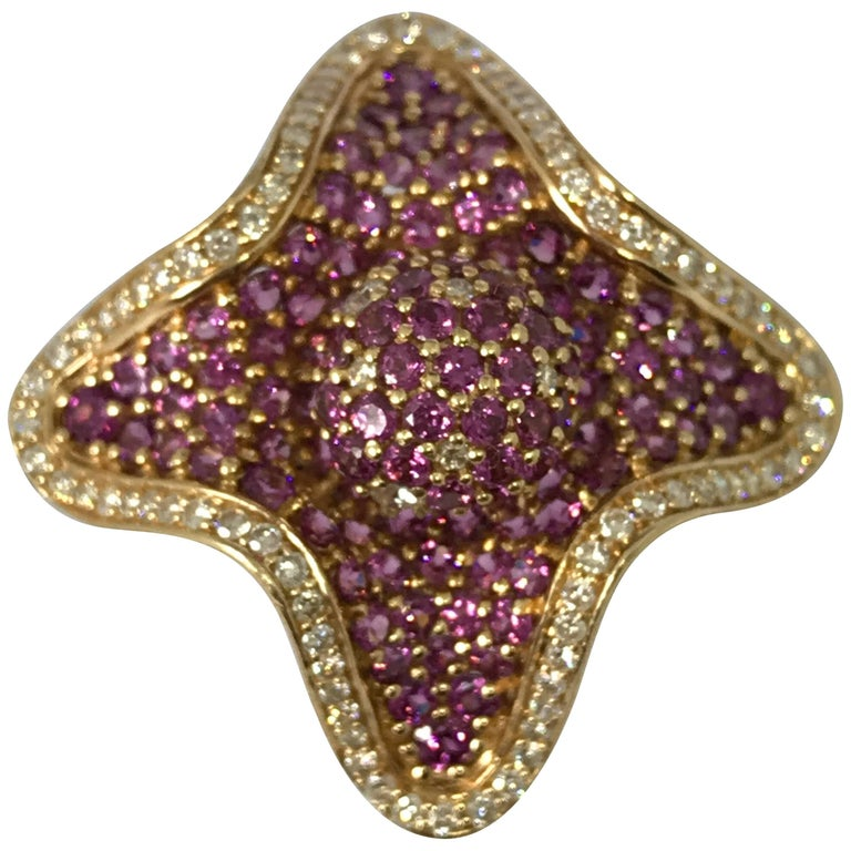 Beautiful Gold Yellow Gold Diamond and Amethyst Flower Ring
