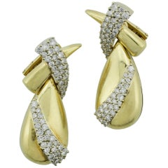 Fashionable 18 Karat Yellow Gold Diamond Dangling Earrings 3.06 Carat