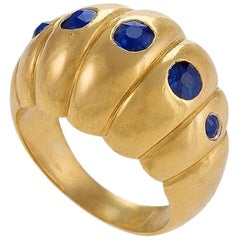 Retro Sapphire and Gold Scallop Ring