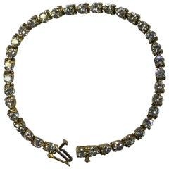 White Round Diamond Tennis Bracelet in 18 Karat Yellow Gold