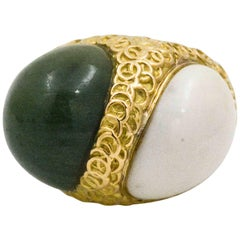 1980s Green Nephrite Jade Cabochon White Cabochon 18 Karat Yellow Gold Ring