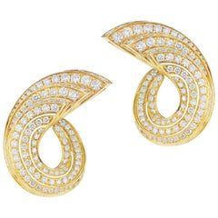 18 Karat Yellow Gold Diamond Earring