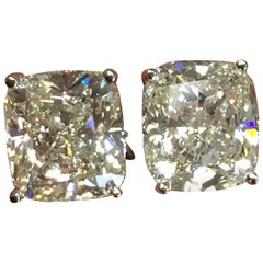 Cushion Diamond Studs in 18 Karat White Gold
