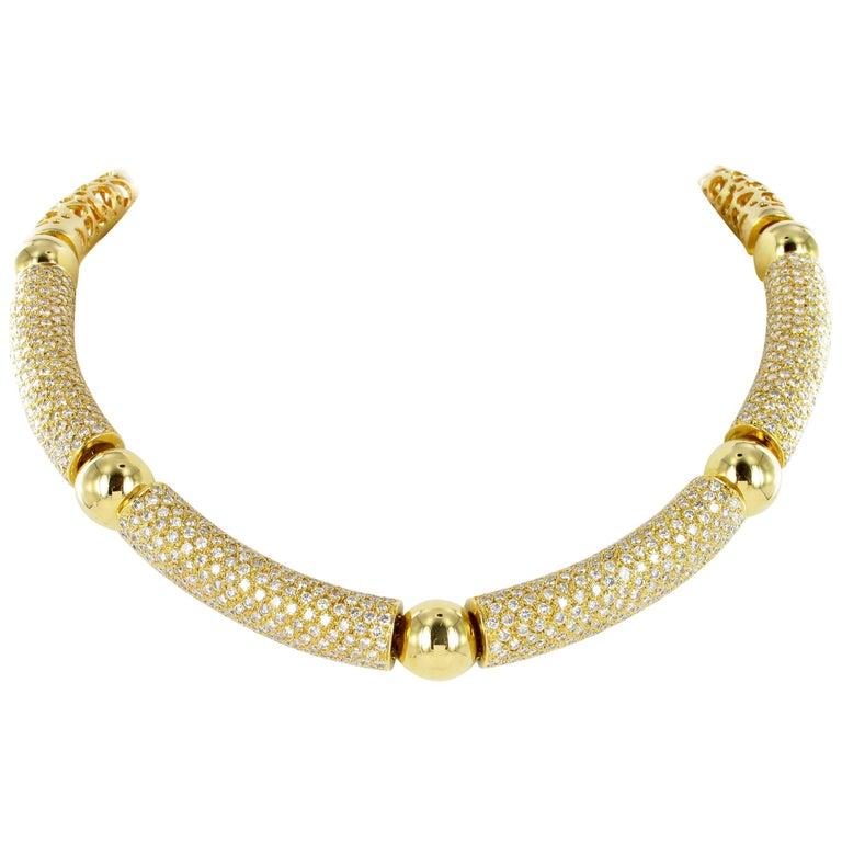 Decorative Yellow Gold Diamond Necklace