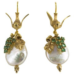 "0.40 Carat Emerald Pearl Yellow Gold Stud ""Birds"" Earrings"