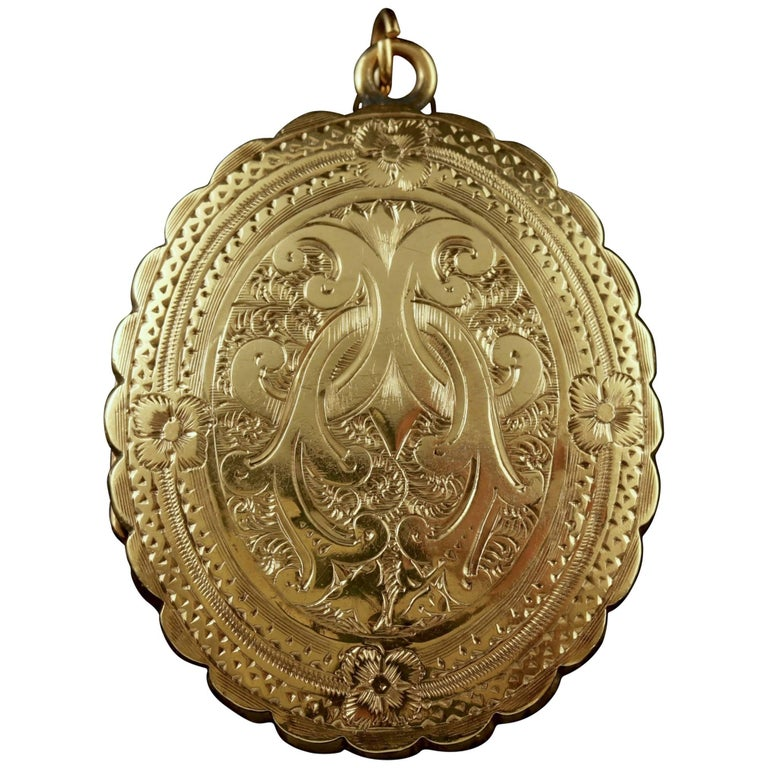 Antique Victorian Mourning Locket 18 Carat Gold Back and Front, circa 1840