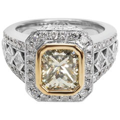 Radiant Diamond Engagement Ring in 18 Karat Two-Tone Gold 3.20 Carat