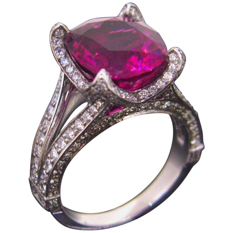 Contemporary Tourmaline Diamond 18 Karat White Gold Cocktail Ring