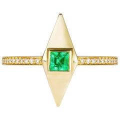 Emerald Diamond 18 Karat Gold Pyramid Engagement Ring