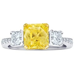 3.15 Carat Yellow Natural Sapphire and Diamond Platinum and 18k Yellow Gold Ring