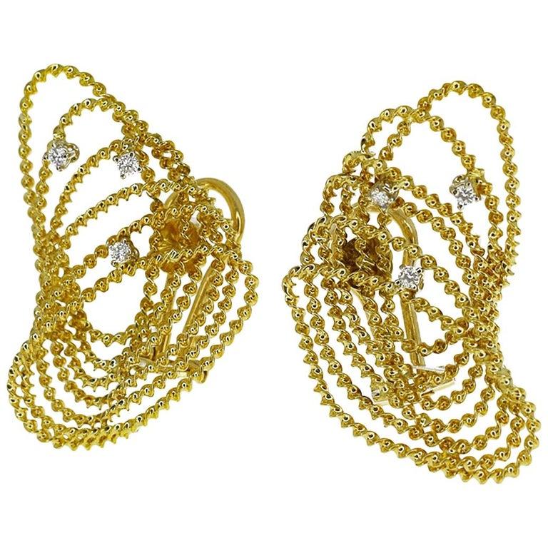 Tres Belle Diamonds 18 Karat Yellow Gold Design Studs Earring For Sale