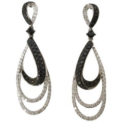 18k White Gold with black and white Diamond Twisted Earring