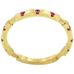 Robin Waynee, 18 Karat Gold and Pink Sapphire Stackable Ring