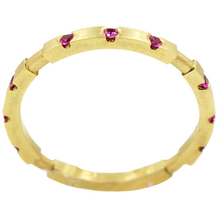Robin Waynee, 18 Karat Gold and Pink Sapphire Stackable Ring