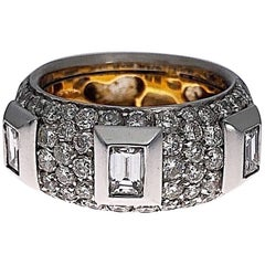 Cellini Baguette Cut and Round Brilliant Diamond Ring, 18 Karat Gold