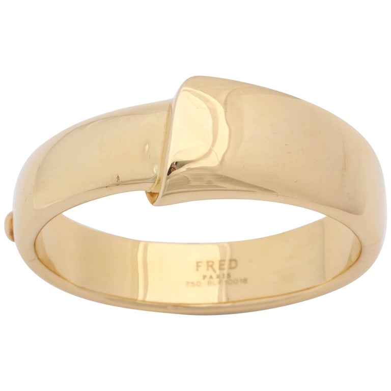 1980s Fred Paris Chic And Sculptural High Polish Gold Bangle Bracelet With Box For