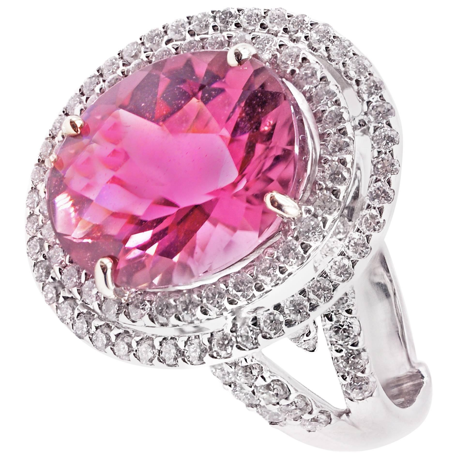 18 Karat Gold Aquamarine Diamond Modernist Ring For Sale at 1stdibs