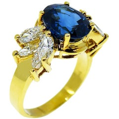 GIA 5.10 Carat Natural Oval Blue Sapphire and Diamond Ring, 18 Karat Gold Ring