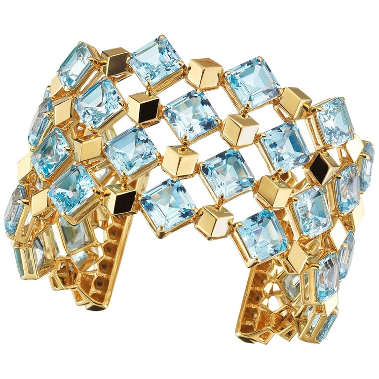 18 Karat Yellow Gold Blue Topaz 117.35 Carat Very PC Cuff