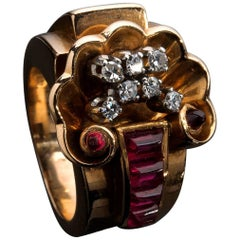 Art Deco Style and Period 18 Karat Gold Diamond Ring, Italy, 1940s