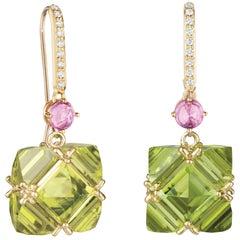 18 Karat Yellow Gold Peridot and Pink Sapphire Very PC Earrings, Grande