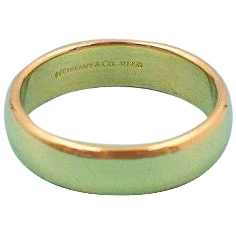 Tiffany & Co. Classic Wedding Band Ring in 18 Karat Yellow Gold 6 mm