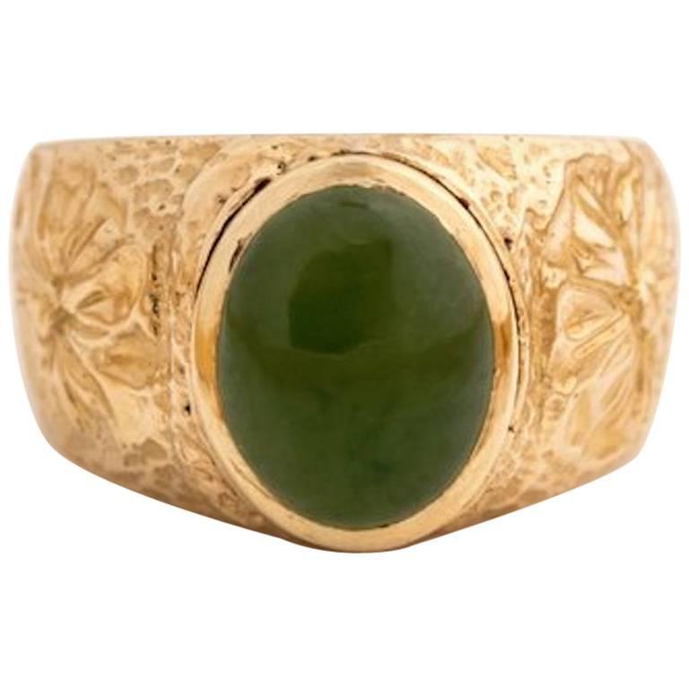 1970s Jade Cabochon 14 Karat Yellow Gold Ring