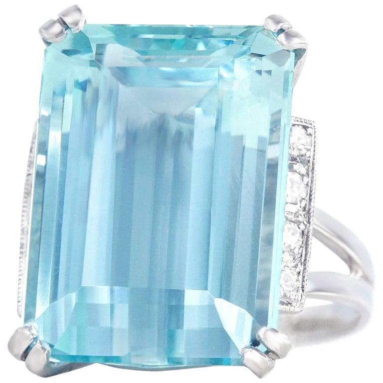 Art Deco 18.90 Carat Aquamarine set Gold Ring