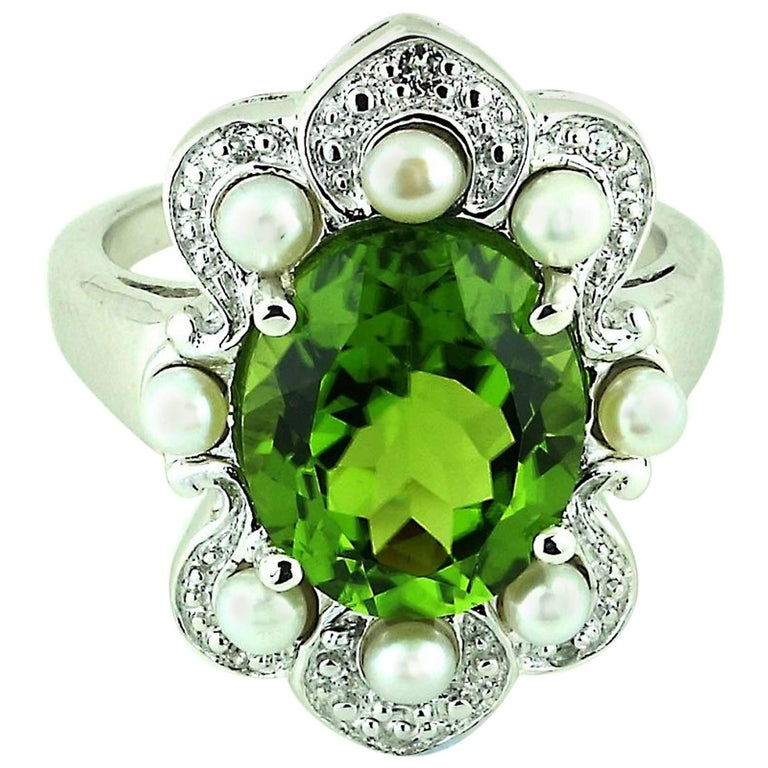 Romantic, Oval Peridot in Sterling Silver Ring