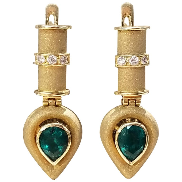 18 Karat Yellow Gold Emerald Earrings