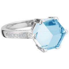 18 Karat White Gold Blue Topaz 4.24 Carat Brillante Valentina Ring