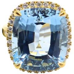 Fine Aquamarine and Diamond 18 Karat Rose Gold Ring