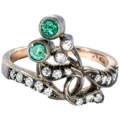 18K Gold Antique Emerald Diamond Sleek Ribbon Ring Band