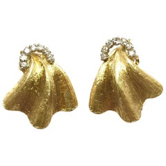0.20 Carat Round Diamond and Brushed Yellow Gold Clip Earrings
