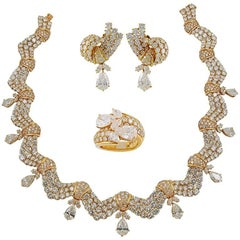 Tabbah 18 Karat Yellow Gold Diamond Parure