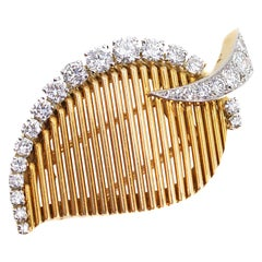 Van Cleef & Arpels Paris 1960s Diamond Platinum Gold Leaf Pin