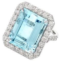 1960s Aquamarine Diamond Cocktail 18 Karat Gold Ring