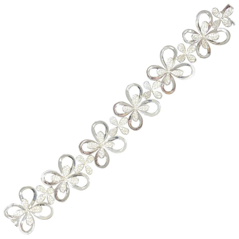 White Diamond Round Floral Design Bracelet in 18 Karat White Gold