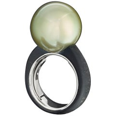 Green Tahiti Pearl Ring in 18 Karat White Gold and Carbon