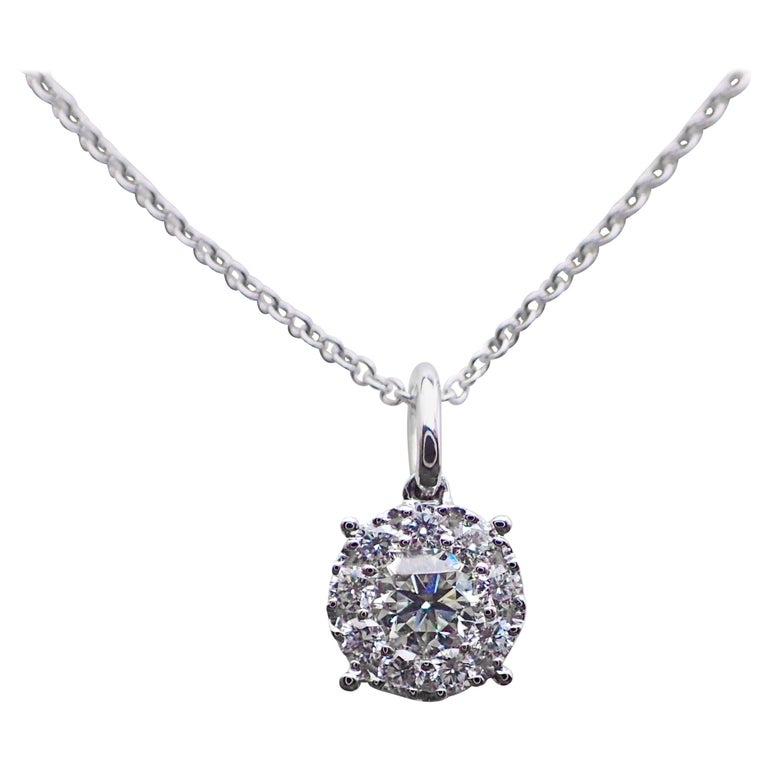18 Karat White Gold Pendant with 0.46 Carat of Diamond Hangs from a Chain