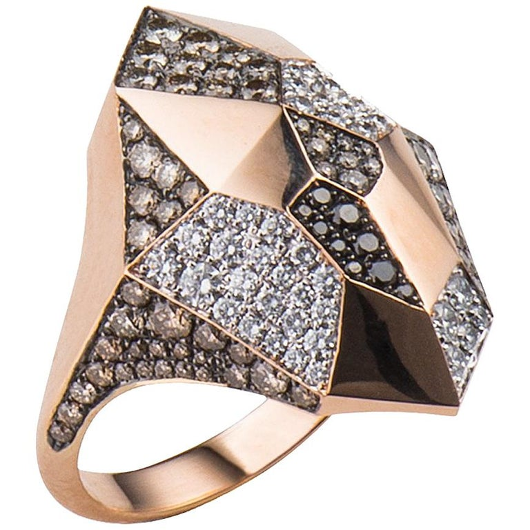 Diamond and gold Angular ring