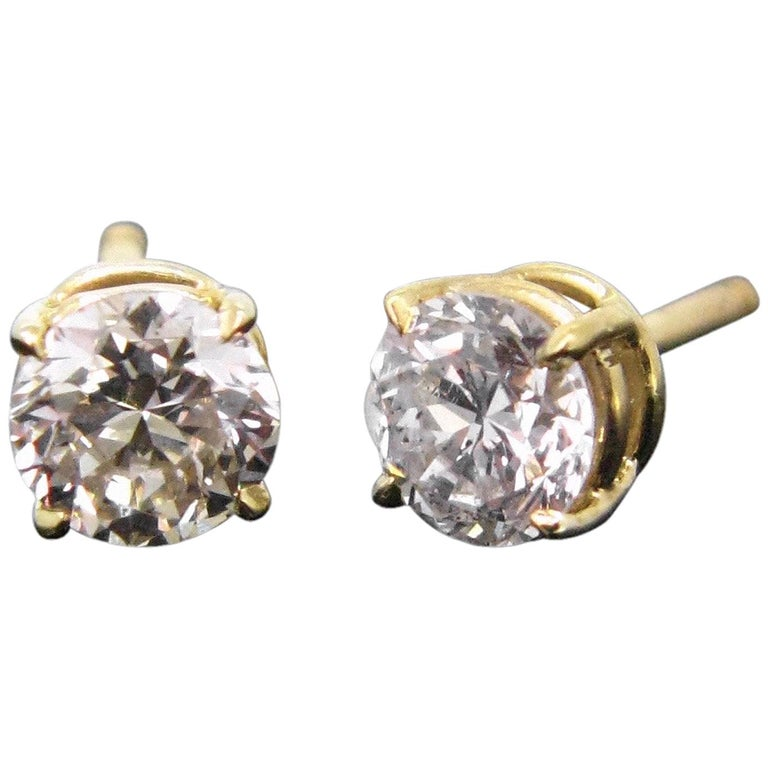 Round Cut Diamond Yellow Gold Studs Earrings