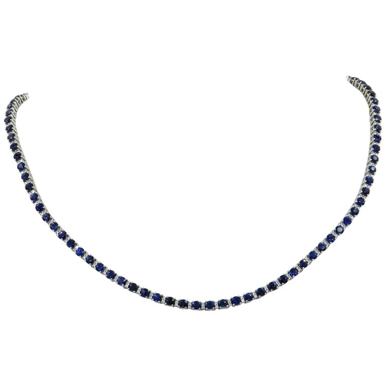 18 Karat White Gold Blue Sapphires and Diamonds Garavelli Necklace