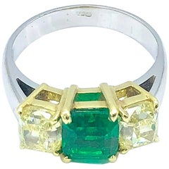 Colombian Emerald and Fancy Yellow Diamond Ring