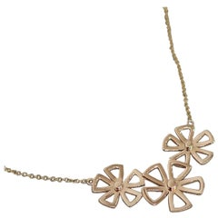 18 Karat Yellow Gold Flower Necklace from Our Botanical Collection