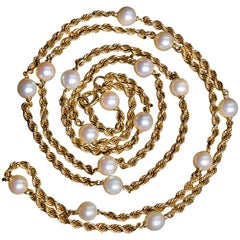 Van Cleef & Arpels 1970s Necklace In 18 K Yellow Gold And 17 Pearls From Japan.